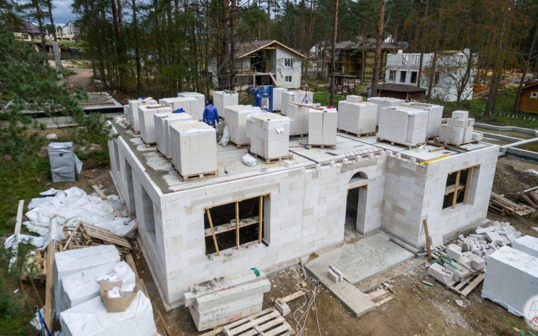Стены какой толщины лучше выбрать  в доме из пеноблоков
