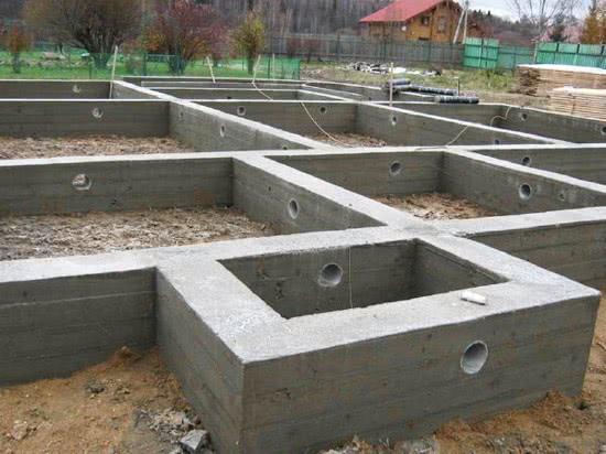 Строительство фундамента для каменного дома