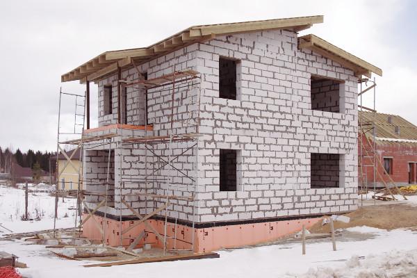 Возведение газобетонного дома с применением теплоизоляции