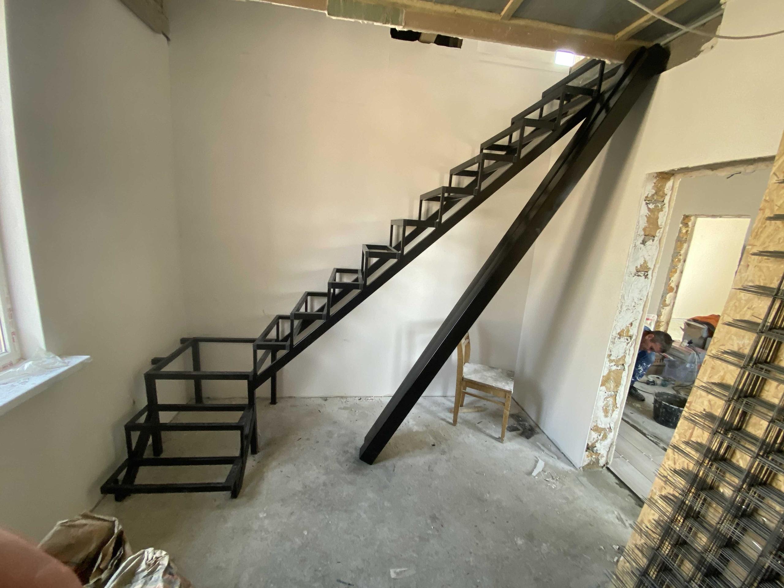 Металлические и деревянные лестницы