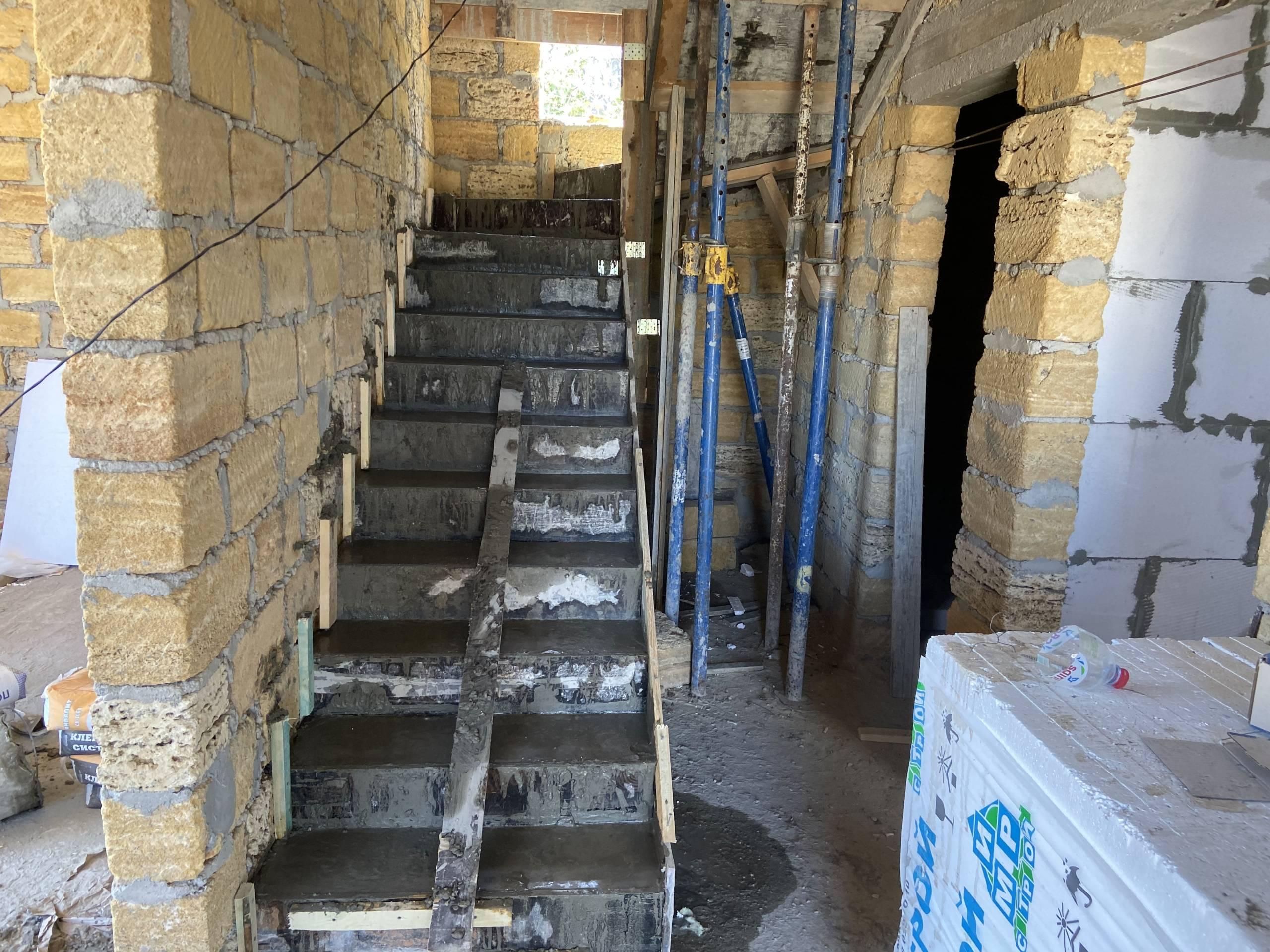 межэтажная лестница в Севастополе стоунхаус